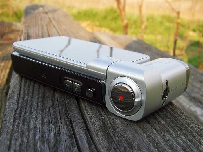 Художественные фото самых популярных телефонов 2000-х