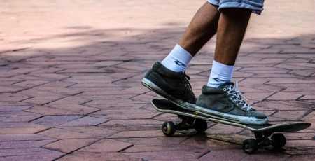Скейты, ролики и самокаты: на чем гоняли в нулевых