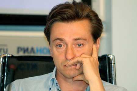 Как выглядит и чем занимается Сергей Безруков сейчас